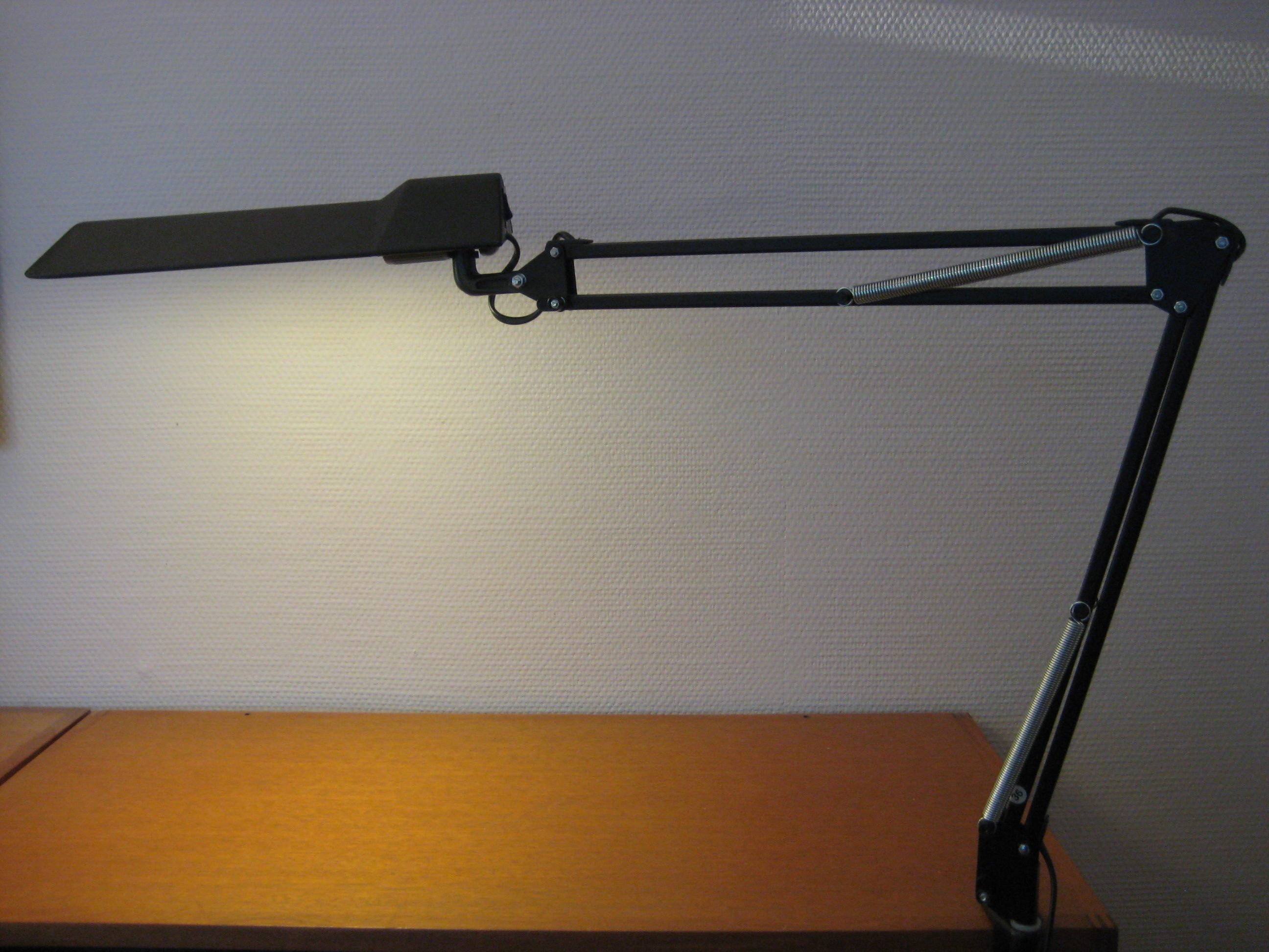 Luxo T88, sort